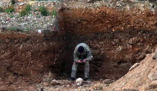 Bomb disposal squad at Warwick Way, Kings Hill after unexploded device discovered on building site
