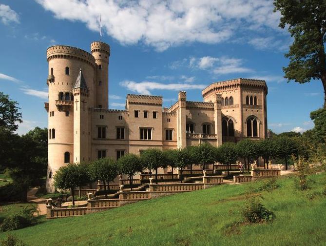UXO hold up German castle's restoration