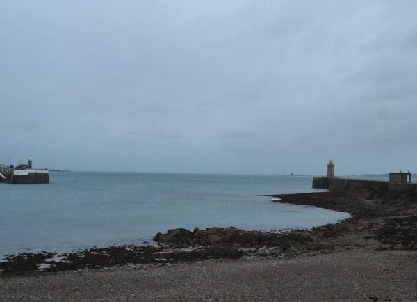 Navy EOD team to examine suspected WW2 UXO near Guernsey harbour